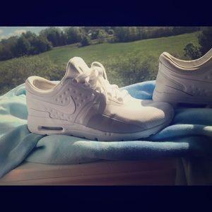 White Nike Air Max Zero Sneakers